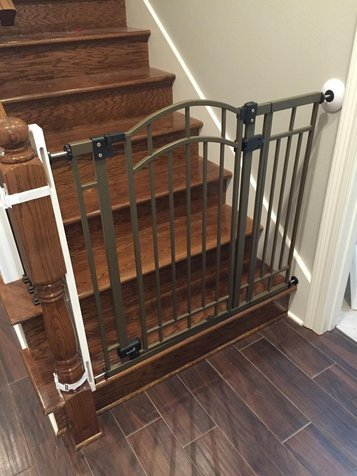 It Can Be Used At The Bottom Or Top Of Staircase Works With Virtually Any Safety Baby Gates Handles A Maximum Cirference 18 Inches